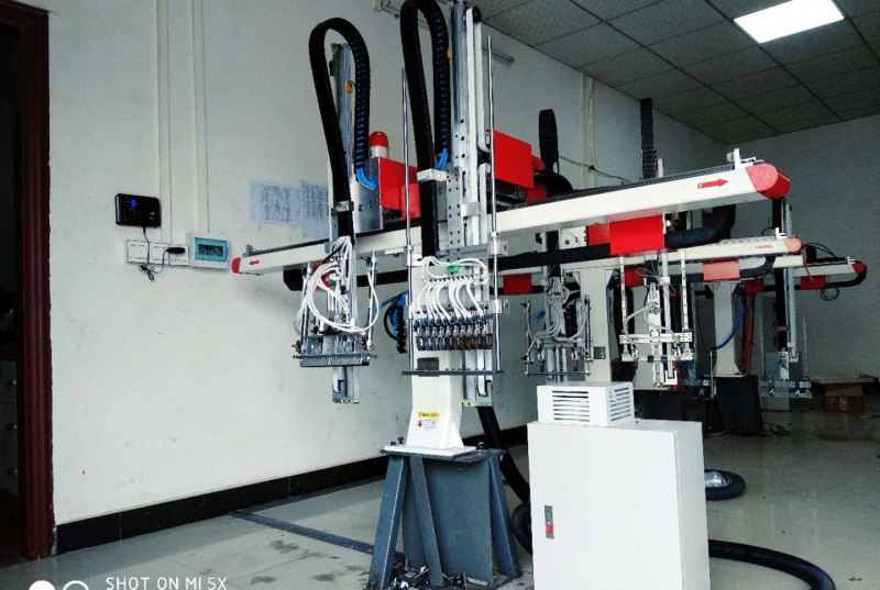 An important part of the control system of the injection molding machine manipulator